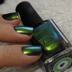 Green to Blue Ultra Chrome Nail Polish Chrome Nail Polish, Cute Nail Polish, Chrome Nails, Cute Nails, Dry Nails Fast, Short Acrylics, Green To Blue, Jelsa, Nail Colors