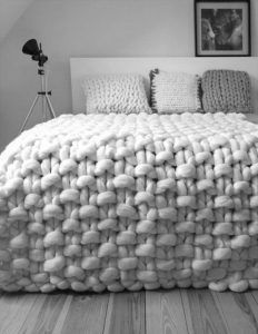 """Chunky knit throw, chunky wool blanket, giant knit blanket This is a luxurious handmade throw, which is hand knitted by me using extremely big needles and unspun merino wool.podkins: """"Today's Knitting in the Home pic is also available to purchase Giant Knitting, Arm Knitting, Knitting Patterns, Finger Knitting, Blanket Patterns, Loom Patterns, Giant Knit Blanket, Chunky Blanket, Chunky Knit Throw"""
