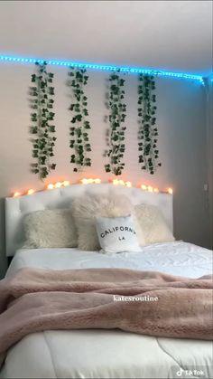 Cute Bedroom Decor, Bedroom Decor For Teen Girls, Room Design Bedroom, Teen Room Decor, Room Ideas Bedroom, Bedroom Inspo, Room Ideias, Pinterest Room Decor, Neon Room