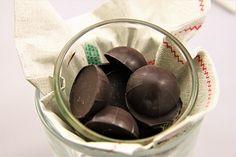 Domácí čokoládové bonbóny /Chocolate bonbons/ Zdravé, nízkosacharidové, bezlepkové recepty. (Healthy, low carb, gluten free recipes.) Sweet Recipes, Paleo, Low Carb, Gluten, Pudding, Fruit, Desserts, Food, Diet