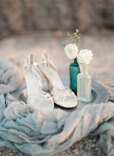 Photography: Tamara Gruner Photography - www.tamaragruner.com/  Read More: http://www.stylemepretty.com/2015/05/22/rhythm-of-the-waves-wedding-editorial/