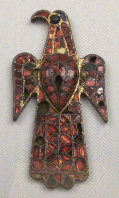 Fíbula aquiliforme (M.A.N. Madrid) 01 - Hispania visigoda - Wikipedia, la enciclopedia libre