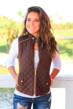 Fashion Brown Vest Puffer Vest Outfit, Vest Outfits, Brown Vest, Winter Hairstyles, Hair Color, Jackets, Fashion, Down Jackets, Moda