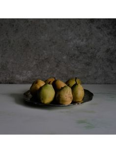 Food photography tips and ideas:  last pears of the year on Verde Mediterraneo lime background and with Smooth Concrete as backdrop. Both are available in the store. #foodstyling #foodblogger #foodstagram #food52 #foodphoto #foodblog #fruit #pear #harvest #autumn #photography #photostudio #photographer #foodphotographer #foodphotoprops #propshop #styling #foodstyling #fotografie #fotostudio #fotohintergrund #productphotography #produktfotografie #produktfotograf #productphotographer