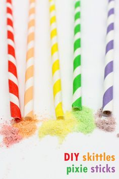 Homemade Pixie Sticks: How to make pixie sticks with ground Skittles Candy, packaged in a rainbow of paper straws. Great for a rainbow or unicorn party. Homemade Party Favors, Homemade Sweets, Peanut Butter Truffles, Oreo Truffles, Best Candy, Favorite Candy, Chocolate Bark, Chocolate Truffles, Make Rock Candy