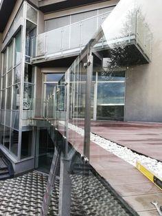 sklenená výplň nerezového zábradlia s predsunutou montážou Stairs, Home Decor, Stairway, Decoration Home, Room Decor, Staircases, Home Interior Design, Ladders, Home Decoration