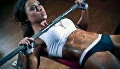 Стефани Дэвис всю жизнь занималась спортом. Рассмотрим её программу тренировок, рацион питания и спортивные добавки, которые она употребляет.