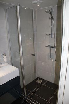 Voorbeeld van een gerealiseerde badkamer door Sanidrome IJsselmuiden uit Grootebroek