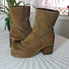 96e29bbb3a75 90s chunky ankle boots   size US 8.5   brown suede   leather Skechers boots    boho tawny   caramel brown boots   SunnyBohoVintage