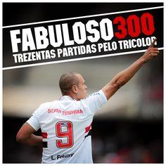 08.10.2014 - Luis Fabiano atinge a marca de 300 jogos defendendo o Tricolor na partida contra o Atlético Paranaense, no Morumbi, pelo Brasileirão
