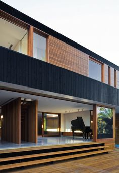 95 Examples Of Amazing Contemporary Flat Roof Design Of A House Beautiful Exterior Ideas for Modern House Design Small House Cladding, Timber Cladding, Exterior Cladding, Facade House, Black Cladding, Residential Architecture, Interior Architecture, Flat Roof Design, Flat Roof House