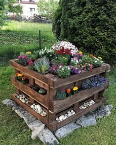 48 simple, easy and cheap diy garden landscaping ideas 32 - .- 48 simple, easy and cheap diy garden landscaping ideas 32 - Diy Garden Bed, Diy Garden Projects, Diy Pallet Projects, Garden Pallet, Wood Projects, Outdoor Projects, Easy Garden, Pallet Planters, Diy Planters