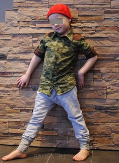 Elastisen innoittamana kauluspaita, housut ja pipo pojalle. Ompelu ja neulonta. Outfit for boy inspired by Finnish singer Elastinen, shirt, sweatpants and knitted hat. Sewing and knitting.