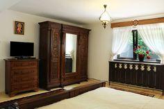 mobila traditionala romaneasca - Búsqueda de Google Armoire, Furniture, Home Decor, Google Search, Clothes Stand, Homemade Home Decor, Closet, Home Furnishings, Decoration Home
