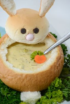easter recipes | Make these creative DIY Easter Bunny Bread Bowls. Perfect for your Easter Dinner and a great way to make a fun Easter Table. Step-by-step tutorial.