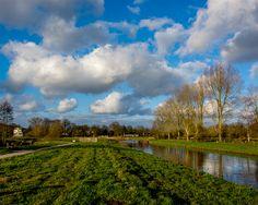 Wandelen langs rivier de Mark nabij het Ginneken // Lente