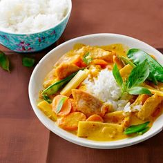 Puten-Erdnuss-Curry A wonderfully creamy sauce made from coconut milk and peanut butter flatters carrots and tender turkey. Curry Recipes, Asian Recipes, Healthy Recipes, Ethnic Recipes, Crockpot Recipes, Soup Recipes, Vegetarian Recipes, Cooking Recipes, Peanut Curry
