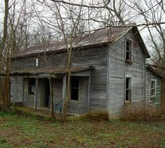 Abandoned Mansions, Abandoned Buildings, Abandoned Places, Beautiful Stories, Beautiful Homes, Beautiful Pictures, Barn Siding, Old Farm Houses, Ghost Towns