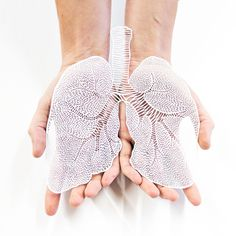 Intricately Detailed Hand-Cut Anatomical Organs Out Of Paper by Ali Harrison - Lungs Hand