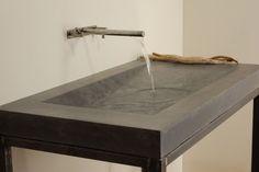 Lavello in cemento su struttura in metallo