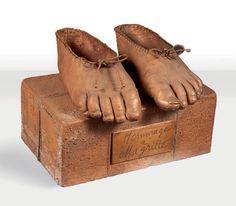CLAUDE LALANNE (NÉE EN 1924) Hommage à Magritte, 1978 Sculpture en cuivre, laiton et fils de fer. Signée, datée et numérotée. D'une édition à 6 exemplaires. H_12 cm L_17,5 cm P_11 cm.