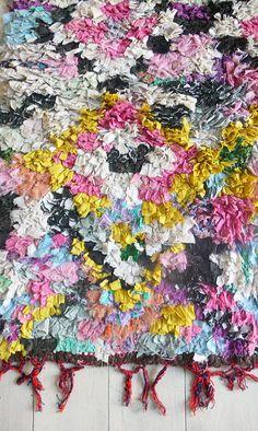 Vintage Moroccan Rag Rug BOUCHEROUITE pointillist por lacasadecoto