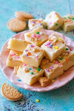 Smooth, creamy, and super easy vanilla fudge filled with Golden Oreos and sprinkles! Yield- One 8x8 inch pan