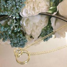 Nada como un día soleado!  Contáctanos tenemos una amplia colección de Cadenas en plata ideales para el regalo de la mamá la tía la suegra la abuela... En fin podemos ayudarte con todos esos cariñitos que necesitas para la fecha. #cadena #plata #sterlingsilver #necklace