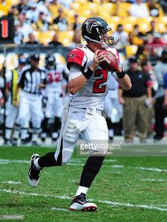uk availability 7e3e9 e8efc Matt Ryan of the Atlanta Falcons passes against the Pittsburgh Steelers at  Heinz Field on September