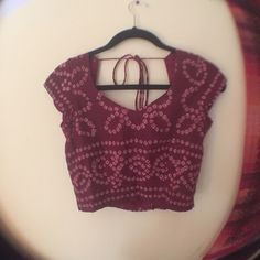 Vintage Bohemian Festival Top Cropped fit. Maroon color. Sweetheart neckline. Ties and clasps in the back! There is no size tag but I would guess that it is a size small. It is a little loose on me! For size reference I am generally between a size small and xsmall...but I am also very small chested! Vintage Tops Crop Tops