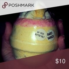 Moon's Harvest Bath Bomb Huge 10oz bomb. Sweet Squeeze, pink lemonade scent. Topped with a cocoa butter melt. Other