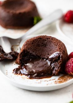 Rich and decadent molten lava cakes filled with a silky gooey chocolate filling. These lave cakes are super easy to make with just 5 ingredients in under 30 minutes. They make a delicious dessert or Chocolate Lava Cake, Chocolate Filling, Chocolate Flavors, Chocolate Desserts, Sin Gluten, Gluten Free, Cake Calories, Lava Cake Recipes, Molten Lava Cakes