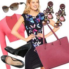 Look supercolorato per donne che amano contrasti di colore. L'outfit è composto da un tubino nero con disegni dalle varie cromie del blu e del rosa, un coprispalle rosa, borsa rosa scuro, zeppe spuntate nere, ed orecchini in vetro e occhiali da sole, sulle varie nuance del rosa. Outfit per donne dinamiche, si adatta meglio per corporature a clessidra.