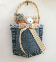 Spring Decor Easter Decor Carrot Patch by CountryCraftsnflower decorations carrots Items similar to Easter Décor Wall Hanger Bunny Carrot Patch on Etsy Jean Crafts, Denim Crafts, Sewing Machine Projects, Quilting Projects, Spring Crafts, Holiday Crafts, Easter Crafts, Easter Decor, Artisanats Denim