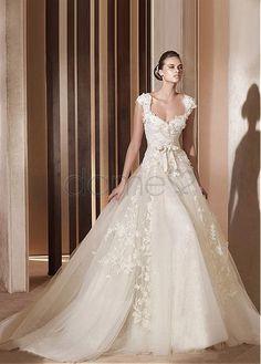 Lace Herz-Ausschnitt Satin gekappte Ärmel A-Linie rückenfreies aufgeblähtes Brautkleider