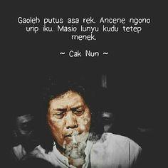 """From @cangkembodol - """"Tidak boleh putus asa, hidup memang seperti itu, walaupun licin harus tetap memanjat."""" - Cak Nun. #caknun #caknunquotes #kyaikanjeng #diseduh #jancukers #maiyah #maiyahindonesia #sabdaperubahan #sinaubareng #indonesia Pidi Baiq Quotes, Study Quotes, People Quotes, Daily Quotes, Best Quotes, Motivational Quotes, Life Quotes, Inspirational Quotes, Reminder Quotes"""