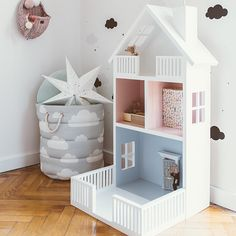 Modern Dollhouse Furniture, Doll Furniture, Kids Furniture, Dollhouse Bookcase, Diy Dollhouse, Wooden Dice, Doll House Plans, Mini Doll House, Home Organisation
