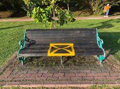 Señalética en tiempos del Coronavirus: cómo la pandemia está modificando los espacios públicos – nosotros-los-diseñadores Outdoor Sofa, Outdoor Furniture, Outdoor Decor, Signage, Bench, Design, Home Decor, Urban, Art