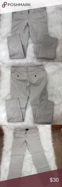 American Eagle Skinny Jean Size 6 Regular Description: A Small stain on right leg area(pictured.)  ⚠️I always look through each item throughly once received and right before shipping, but things can be missed. Just let me know, so I can improve.⚠️  🚫NO TRADES/NO HOLDS🚫  Please ask questions❓  💜Thank you for checking out my closet and don't be afraid to submit an offer💜 American Eagle Outfitters Jeans Skinny