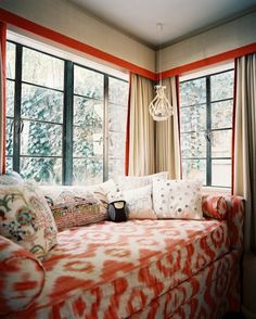 Daybed under corner window - great for nursery