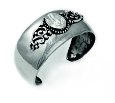 Beautifully detailed vintage cuff with Victorian features and a clear Swarovski Crystal stone (B1144)