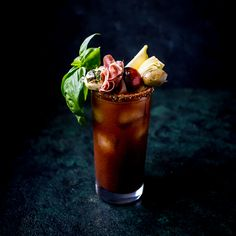 A Bloody Mary with an Italian twist. Bloody Ceasar, Bloody Mary Recipes, Artichoke Hearts, Hot Sauce, Italian Recipes, Vodka, Brunch, Cocktails, Tasty