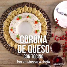 Video de Corona de Queso con Tocino The cheese crown with bacon is a creamy and super rich snack with a crispy hint of bacon and bell pepper that you will love. Tapas, Appetizer Recipes, Dessert Recipes, Xmas Food, Mexican Food Recipes, Thai Recipes, Food Porn, Brunch, Food And Drink