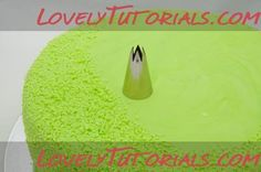 Tips for making grass from fondant icing. Perfect for an outdoors birthday Cake with a theme like afl football, soccer, rugby league, golf or camping Fondant Icing, Fondant Cakes, Cupcake Cakes, Cupcakes, Cupcake Decorating Tips, Cake Decorating Techniques, Fondant Figures, Foundant, Icing Techniques