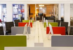 Strong alternate divider panels colors of this room gives it a modern office punch.  90degreeofficeconcepts.com