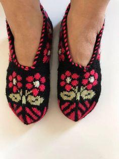 Handmade Slippers / Socks / Slippers Turkish Knitted Slippers Authentic Traditional Socks Shoes If y Knitted Slippers, Slipper Socks, Sweater Knitting Patterns, Knitting Socks, Knitting Needles, Cultural Patterns, Sock Leggings, Kurta Neck Design, Booties Crochet