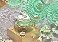 Cake at a mint & gold party / shower
