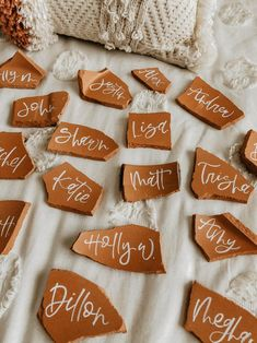 Need to get another order like this in my life, these broken terra cotta pieces speak to my soul ✨ Wedding Name, Wedding Places, Wedding Place Cards, Wedding Things, Wedding Calligraphy, Modern Calligraphy, Place Card Calligraphy, Wedding Centerpieces, Wedding Decorations