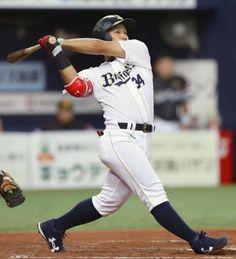 8回オリックス無死、吉田正が右越えに勝ち越し本塁打を放つ=京セラドーム