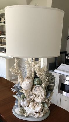 ideas diy lamp decor christmas lights - All For Decoration Sea Crafts, Home Crafts, Diy Home Decor, Diy And Crafts, Room Decor, Seashell Art, Seashell Crafts, Seashell Projects, Driftwood Projects